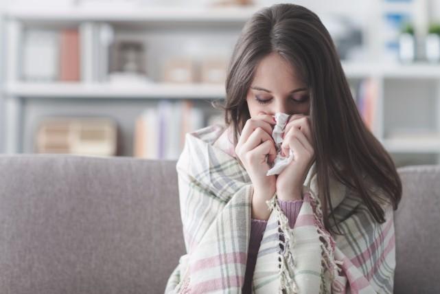 鼻からダラーン。蓄膿症が起こるメカニズムと10の症状