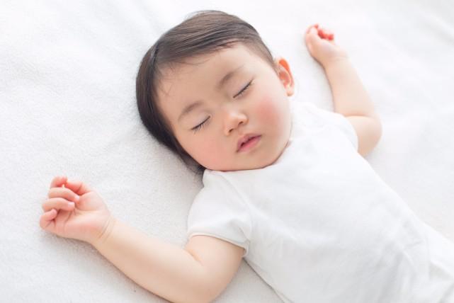 睡眠の質が悪い証拠かも。大人の寝相が悪い原因3つと改善する方法