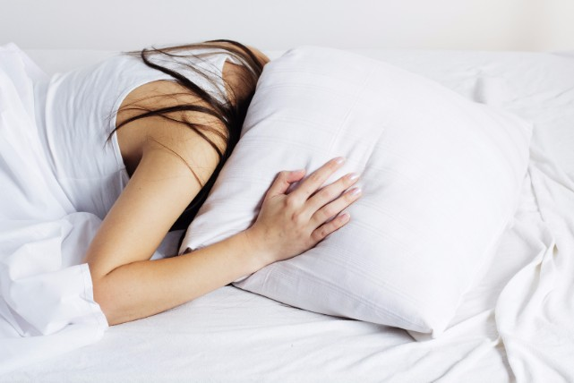 お泊りできない!女性の「いびき」の原因と6つの改善方法