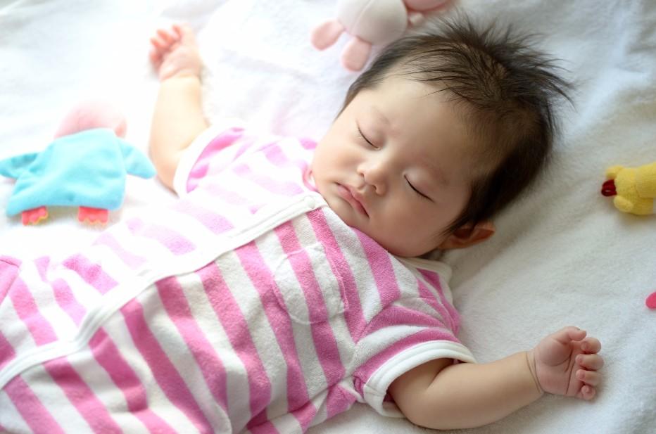 汗ぐっしょりで眠る我が子が心配!赤ちゃんの寝汗対策6つ