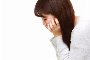 放置すると日常に影響する「片頬の痙攣」、その正体と5つの予防法