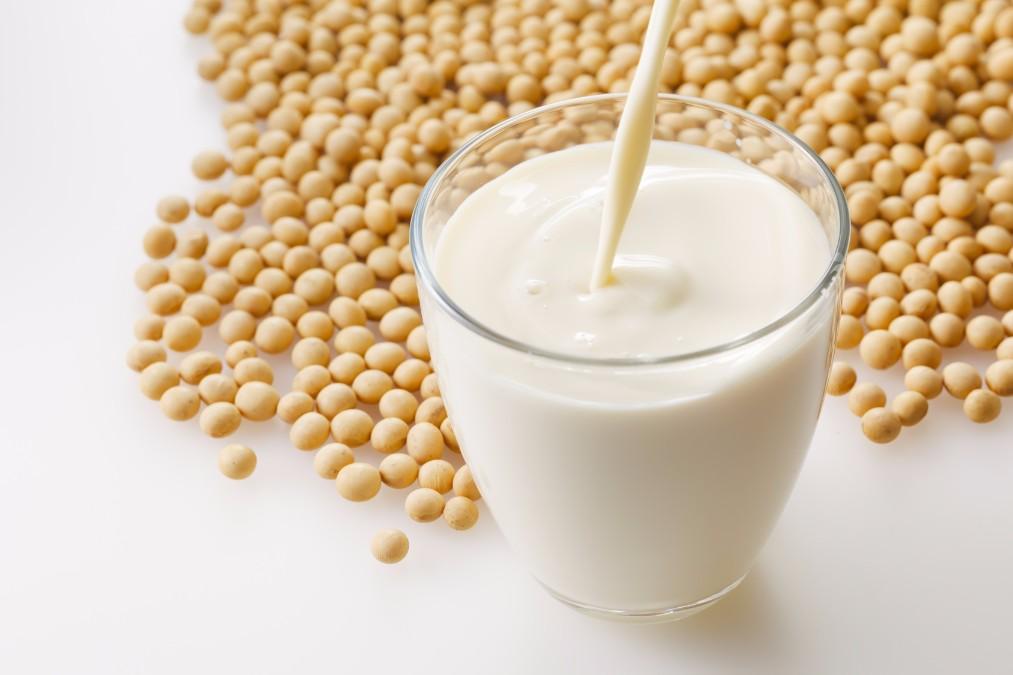 どうして節分に豆をまくの?豆まきをする理由や作法について解説