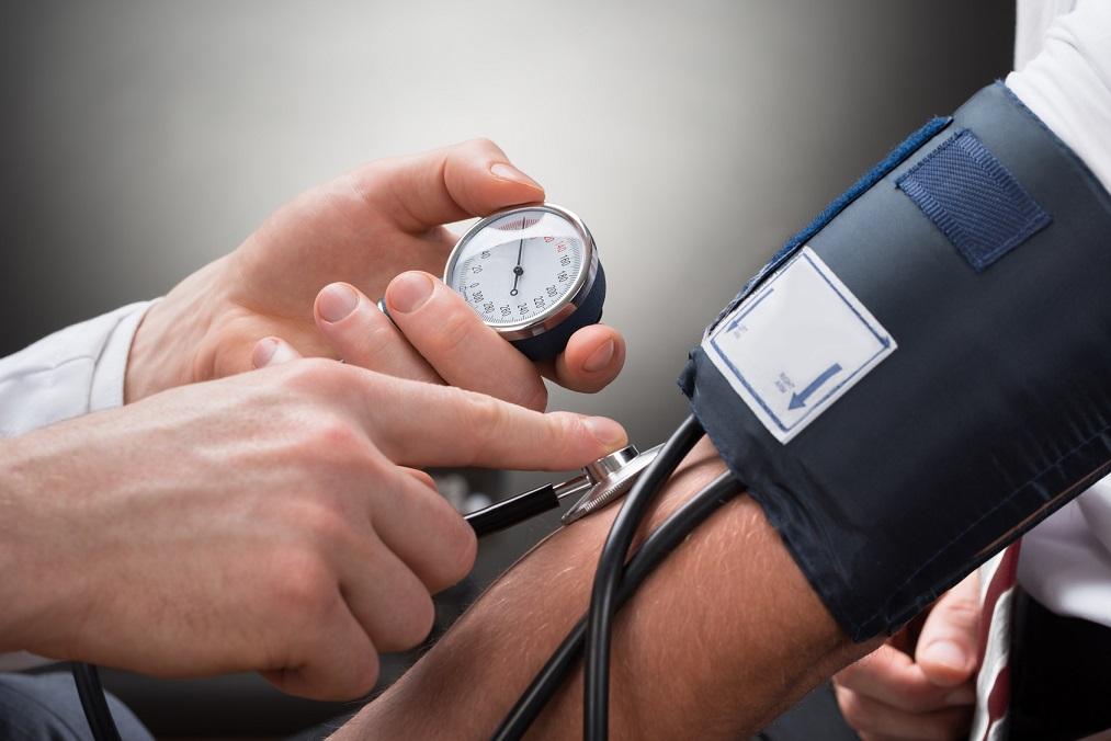 高血圧患者を襲う「吐き気」は脳が影響を受けているサイン