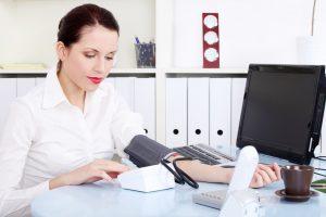 体からのSOSのサイン!「本態性高血圧」の7つの原因と予防法