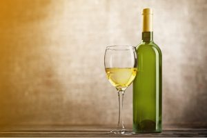 オシャレに飲んで体スッキリ!白ワインの4つのデトックス効果