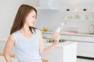 いつまで飲んでるの?飲みかけのペットボトルに潜む細菌のリスク