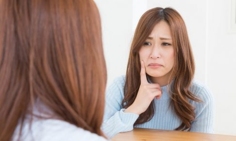 便秘が肌荒れを起こすメカニズムと、解消する4つの方法
