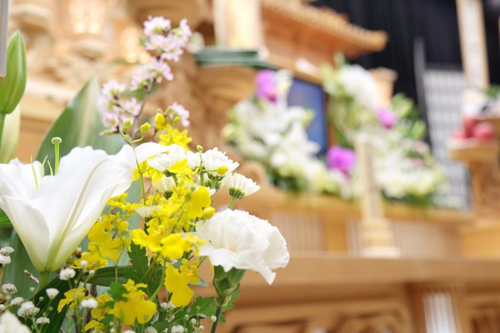 お金より故人を思う気持ちが大事!葬儀費用を節約する方法4つ