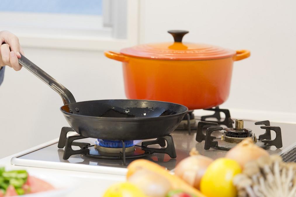 鍋を焦がした時のために知っておきたい、焦げを簡単に落とす方法