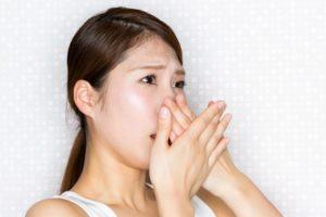 【指摘されたら要注意】アンモニアっぽい口臭に潜む危険な病気