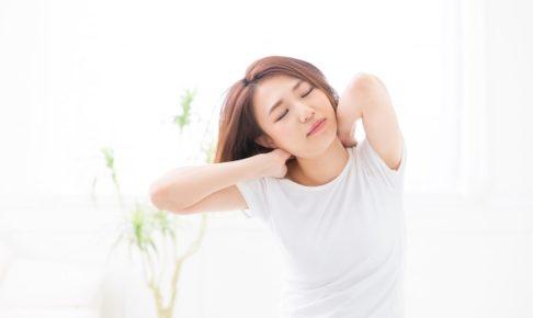 首が痛くて回せない「寝違え」の意外な原因と治す方法5選