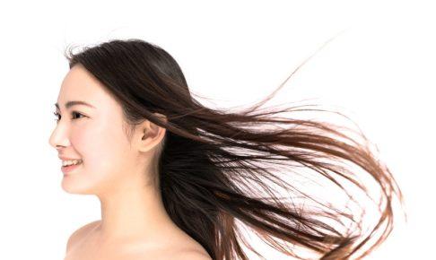 髪がパサつく原因と抑える方法