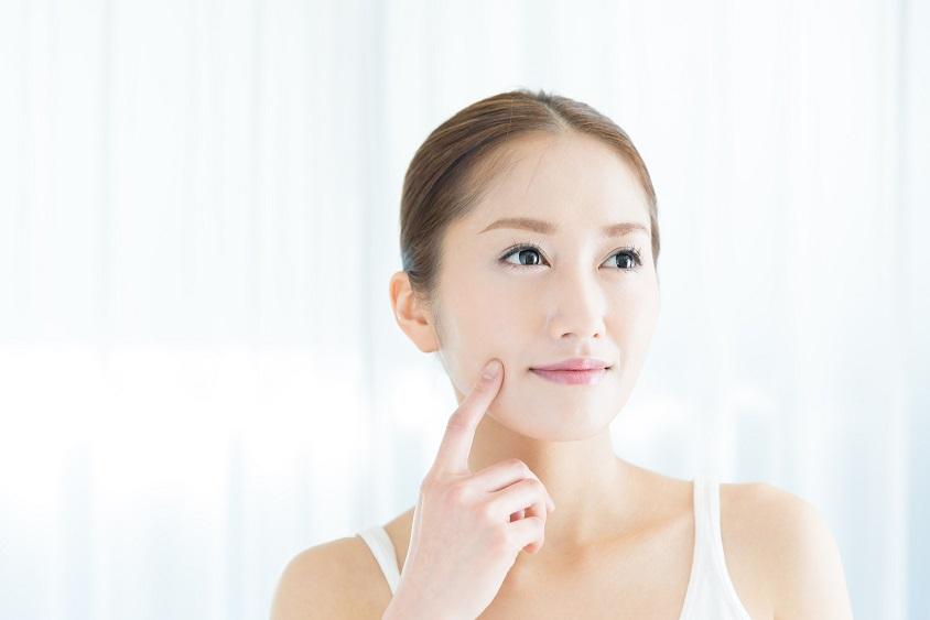 頬のたるみの原因とケア方法