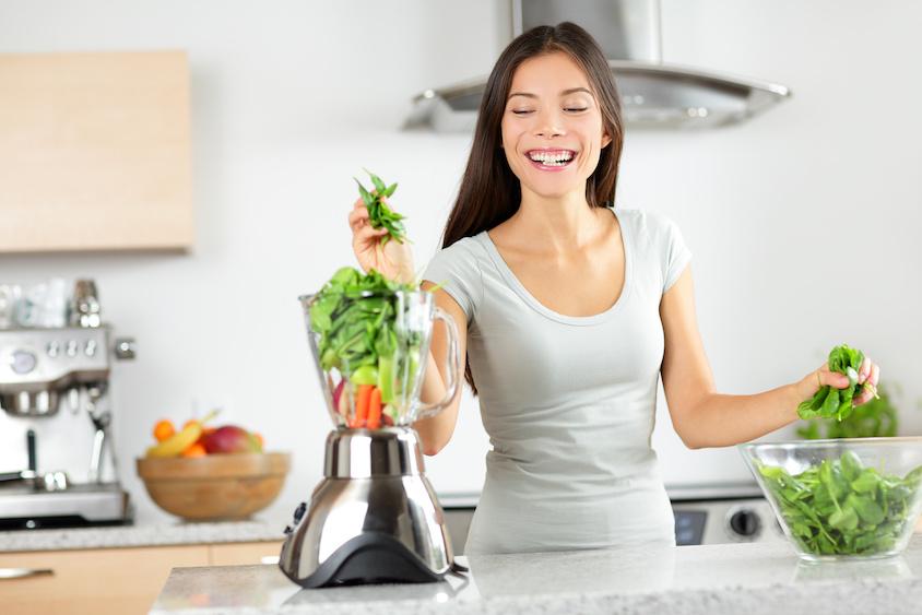 ニキビケアに効果的な栄養素と食べ物