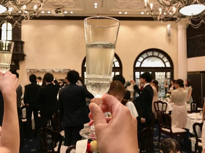 結婚式にスーツで出席する時のマナー
