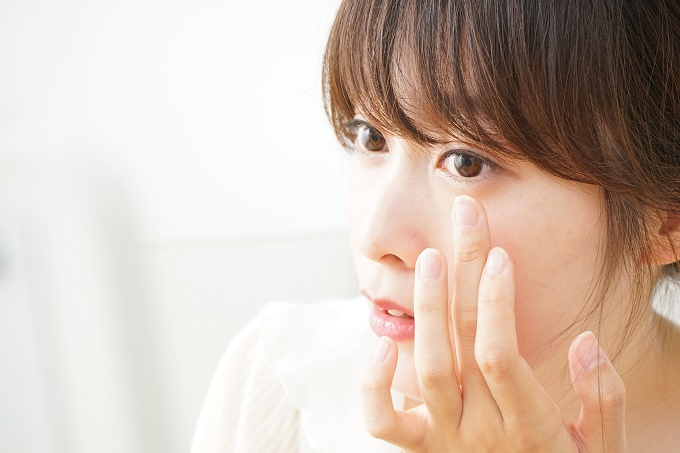 その肌荒れの正体は「花粉皮膚炎」かも