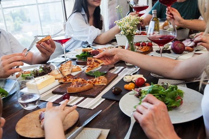 【初節句の食事会】開催する場所や招待する人は?